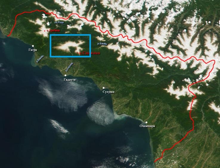Abházia műholdképe (a Bzibi-gerincet kékkel bekereteztem):