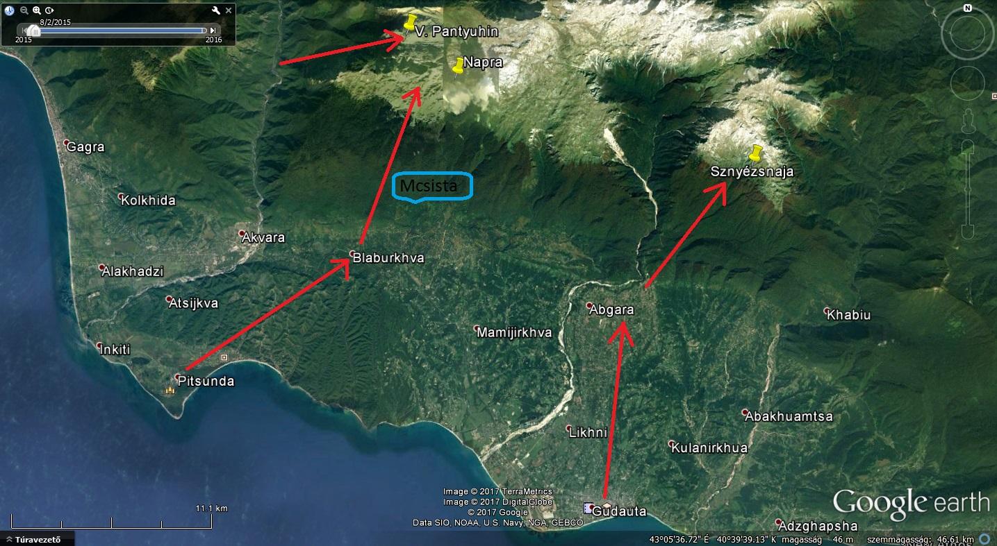 A Bzibi-gerinc műholdképe (a legjelentősebb barlangokkal, megközelítési irányokkal)