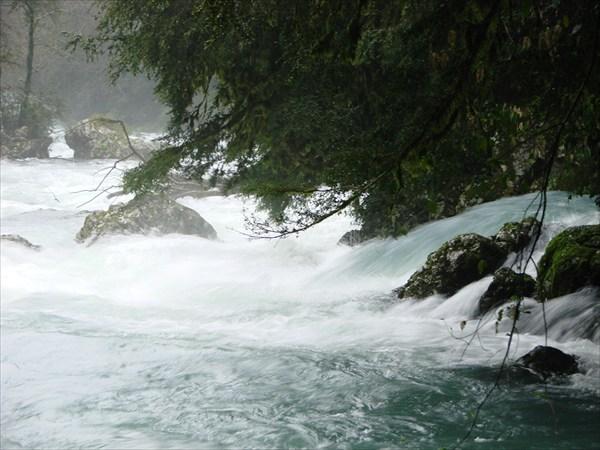 A Mcsista-folyó a fő forrás alatt